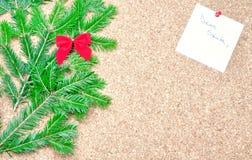 圣诞节装饰和亲爱的圣诞老人笔记 免版税库存照片