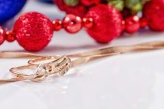 圣诞节装饰和圣诞节礼品 库存照片