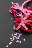 圣诞节装饰和桃红色衣服饰物之小金属片 库存图片
