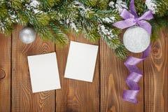 圣诞节装饰和照片框架 免版税图库摄影