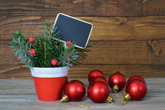 圣诞节装饰和空白的黑板 库存照片