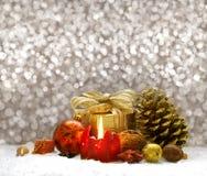 圣诞节装饰和红色出现蜡烛 库存图片