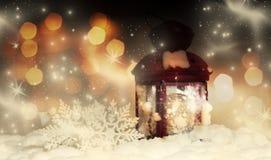 圣诞节装饰和红色灯笼 免版税图库摄影