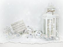 圣诞节装饰品和灯笼在慢 免版税图库摄影