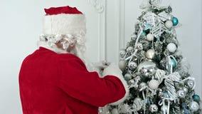 圣诞节装饰圣诞老人结构树的克劳斯 影视素材