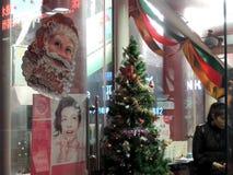 圣诞节装饰在中国购物,树和圣诞老人 免版税库存照片