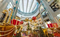 圣诞节装饰在亭子吉隆坡 人们在它附近能看的探索和购物 库存图片