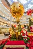 圣诞节装饰在亭子吉隆坡 人们在它附近能看的探索和购物 库存照片