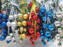 圣诞节装饰在商店 图库摄影