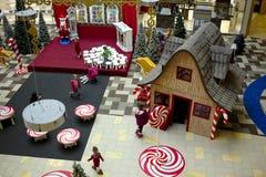 圣诞节装饰在大型超级市场 库存图片