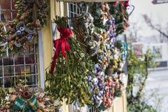 圣诞节装饰在布达佩斯圣诞节市场上 图库摄影