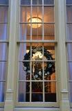 圣诞节装饰在窗口里 免版税库存照片