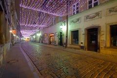 圣诞节装饰在老镇在华沙在晚上 免版税库存照片