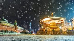 圣诞节装饰在莫斯科 在红色的圣诞节装饰 库存图片