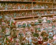 圣诞节装饰在萨尔茨堡市场上 免版税库存图片