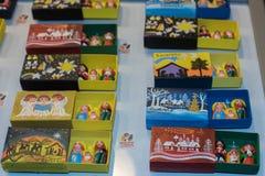 圣诞节装饰在街市上 免版税图库摄影