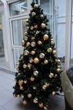 圣诞节装饰在购物中心 免版税库存图片