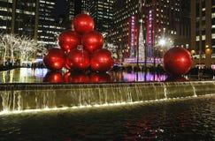 圣诞节装饰在洛克菲勒中心附近的曼哈顿中城 库存图片