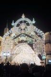 圣诞节装饰在Nikolskaya街道上的莫斯科市 免版税图库摄影