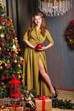 圣诞节装饰女孩结构树 免版税库存照片