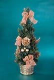圣诞节装饰小的结构树 免版税库存图片