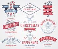 圣诞节装饰常青树开花问候一品红红色结构树 图库摄影