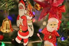 圣诞节装饰或圣诞树光为做准备庆祝天,背景的抽象Bokeh轻的用好 免版税图库摄影