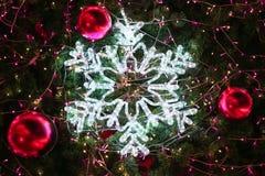 圣诞节装饰或圣诞树光为做准备庆祝天,背景的,圣诞节抽象Bokeh轻的用好 免版税库存图片