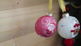 圣诞节装饰新年度 被弄脏的bokeh假日背景 眨眼睛诗歌选 圣诞树点燃瞬息 股票录像