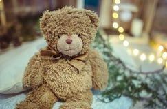 圣诞节装饰玩具熊和光 免版税库存图片