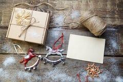 圣诞节装饰生态学木 木背景 库存图片