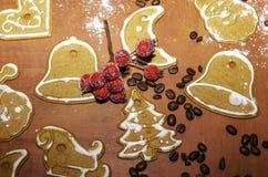 圣诞节装饰用自创姜饼 免版税库存图片