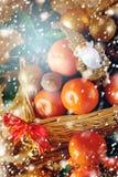 圣诞节装饰用蜜桔和玩具圣诞老人 库存图片