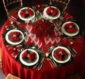 圣诞节装饰的餐桌 免版税库存图片
