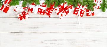 圣诞节装饰礼物盒假日横幅 免版税图库摄影