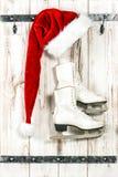 圣诞节装饰红色圣诞老人帽子和滑冰 库存图片