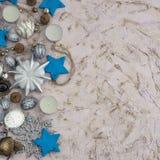 圣诞节装饰结构的在织地不很细背景的玩具 图库摄影