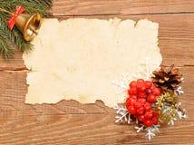 圣诞节装饰老纸张 免版税库存图片