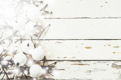 圣诞节装饰背景,手工制造圣诞节装饰品顶上的看法在土气木桌,冬天和新年概念上的 库存图片