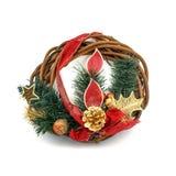 圣诞节装饰花圈用在w隔绝的红色霍莉莓果 库存图片
