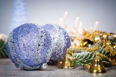圣诞节装饰装饰新家庭想法 与球和christm的Cristmas背景 免版税库存图片