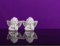 圣诞节装饰装饰新家庭想法 两个梦想天使孪生 库存照片