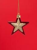圣诞节装饰金子红色星形 免版税库存照片