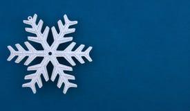 圣诞节装饰银雪花 免版税库存图片