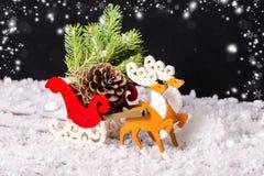 圣诞节装饰驯鹿和圣诞老人雪橇wi的构成 免版税图库摄影