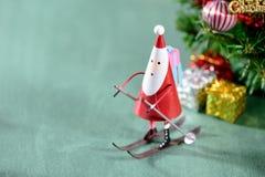 圣诞节装饰,滑冰的圣诞老人 免版税库存图片