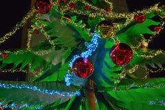 圣诞节装饰,红色和黄色球 免版税图库摄影
