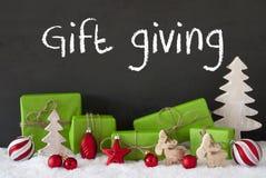 圣诞节装饰,水泥,雪,文本赠礼 免版税库存照片