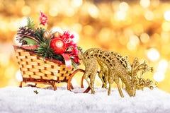圣诞节装饰: 雪橇和驯鹿 免版税库存图片
