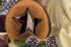 圣诞节装饰-星由自然木头制成 免版税库存图片